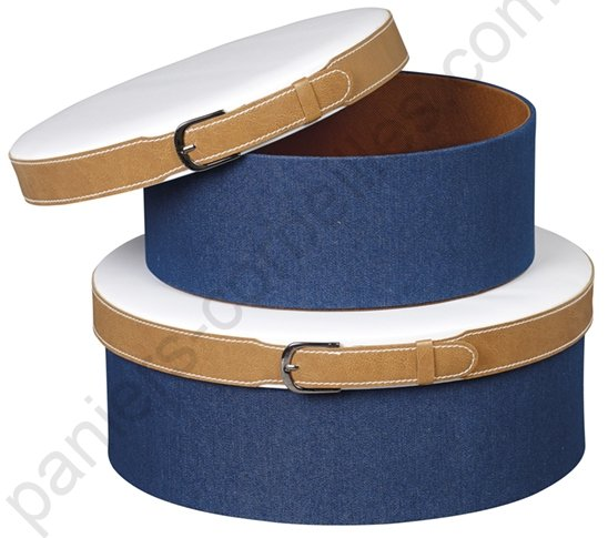 Boite chapeau en carton avec tissu jean et simili cuir blanc 26x10 cm - Tissu simili cuir blanc ...