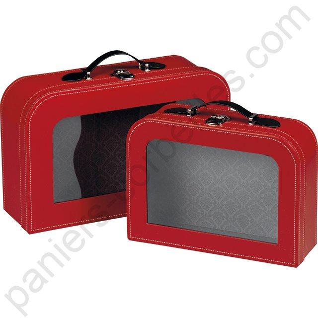 petite valise en carton rouge avec fen tre transparente. Black Bedroom Furniture Sets. Home Design Ideas